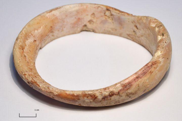tengeri kagyló karperec, ismeretlen lelőhely, Kr.e. 6. évezred vége