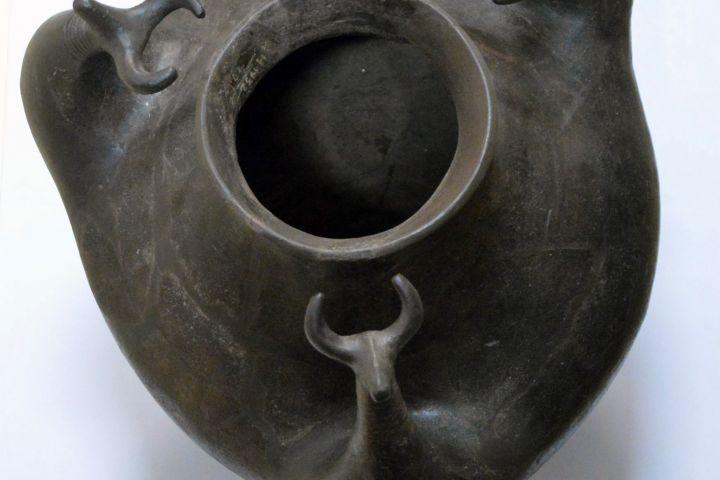edény szarvasmarha ábrázolással, Vaszar, Kr. e. 7. század