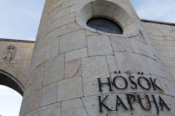 Hősök Kapuja - Vár utca 2.