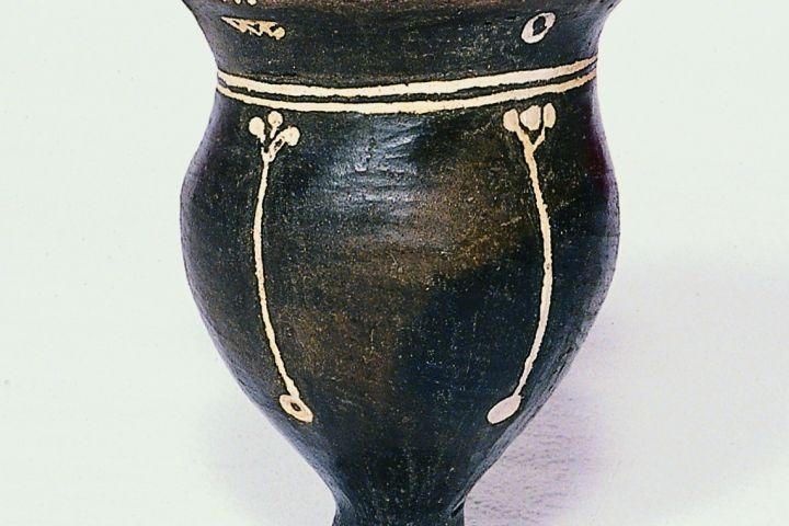 edény mészbetétes dísszel, Királyszentistván, Kr. e. 2. évezred