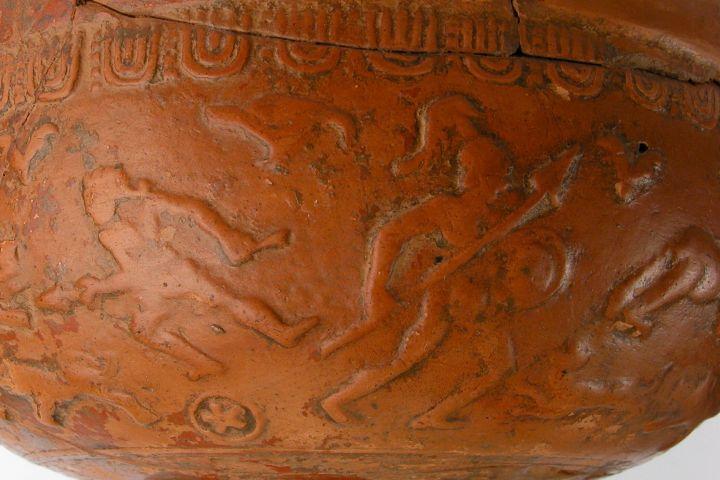 Gladiátor ábrázolás terra sigillata tálon, római kor, ismeretlen lelőhely